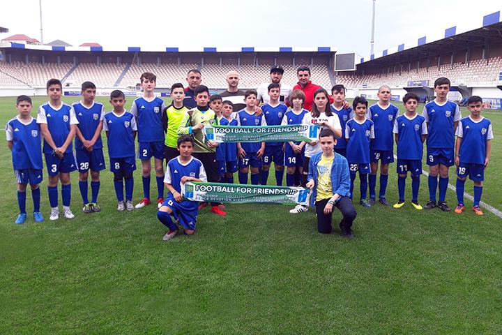Əsas komandamızdan azyaşlı futbolçularımıza dəstək