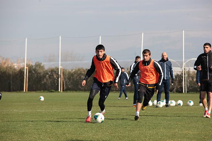 Antalya toplanışında 10 gənc futbolçu